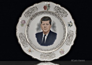 Come mangeremo, come condivideremo – Piatto con immagine di Kennedy