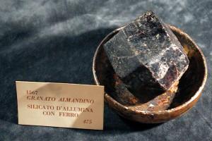 Granato almandino, collezione Spallanzani