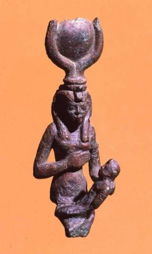Statuetta della dea Isi con il figlio Horo, epoca tolemaica (XXX dinastia)