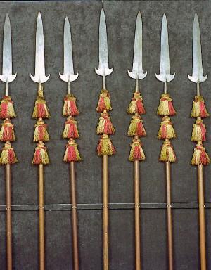 Alabarde da cerimonia con nappe tricolori della Guardia Civica reggiana