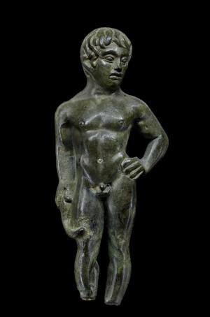 """Statuetta di giovane atleta in bronzo, Servirola di San Polo d'Enza,  Reggio Emilia, Musei Civici / Museo """"Gaetano Chierici"""" di Paletnologia. Foto © Carlo Vannini"""